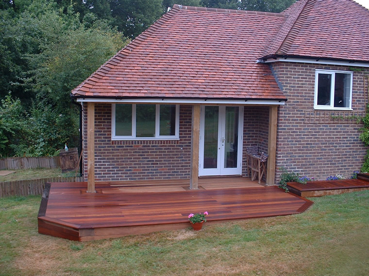 Tidy hardwood deck.